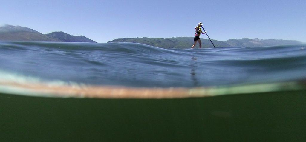 surfer na desce sup
